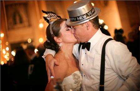 silvestrovský novomanželský polibek