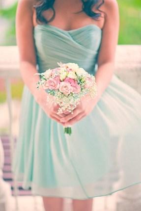 Ach ... vzdušné šaty a pastelová kytice