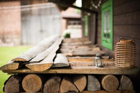 Detail venkovního dřeva se stodolou