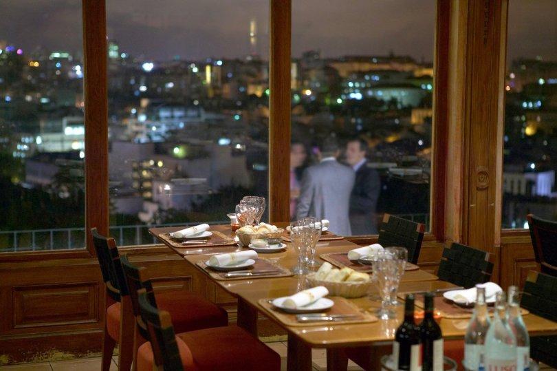 La Paparrucha - Rooftop Restaurant Argentin Lisbonne - Salon interieur vue sur Lisbonne
