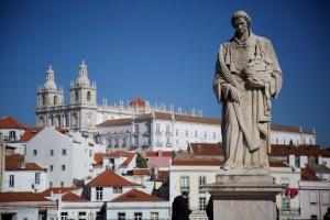 Statue de Saint Vincent et Eglise Sao Roque - Lisbonne.