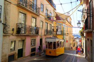 rua da Bica - celebre rue de Lisbonne - Funiculaire da Bica