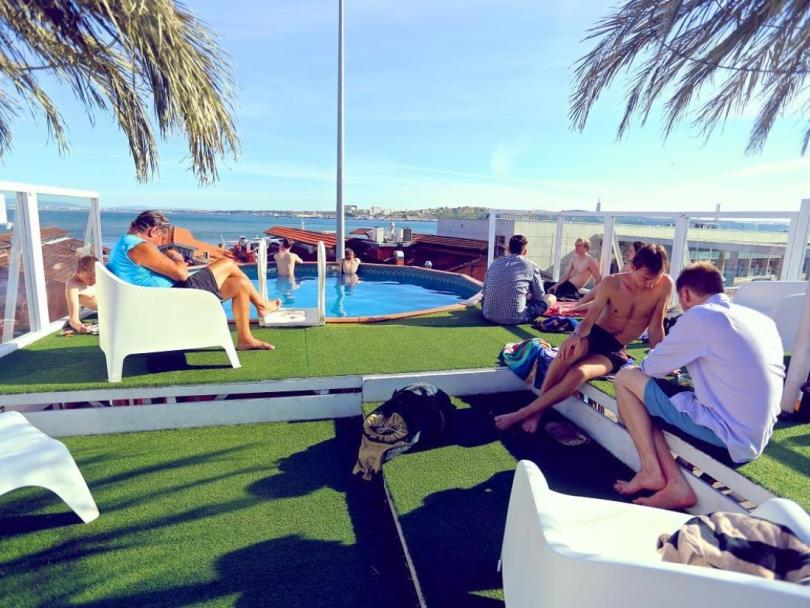 Sunset Destination Hostel - Terrasse avec piscine - Auberge de Jeunesse Lisbonne