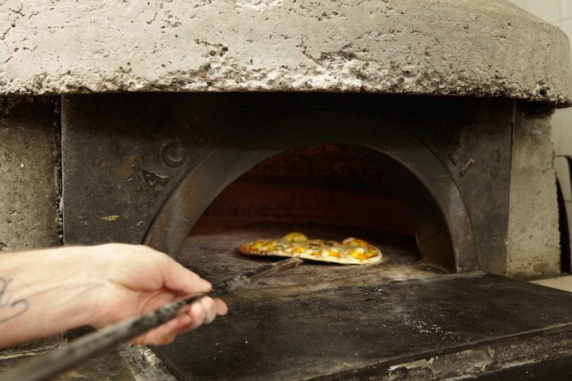 Pizza au four chez Pizzeria Casanova - Lisbonne
