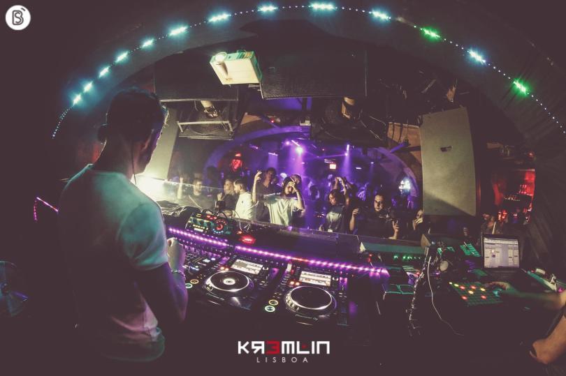DJ et public de la discotheque Kremlin - Lisbonne