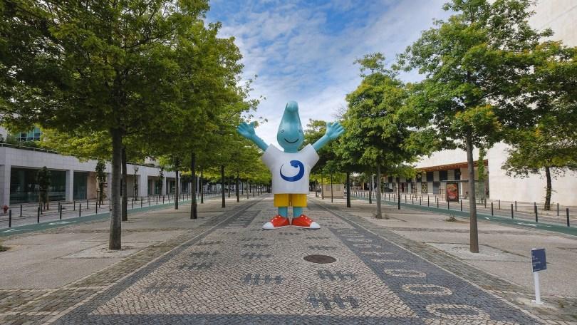 Mascotte Expo 98 Lisbonne sur la rue principale du Parc des Nations - Alameda dos Oceanos - Lisbonne