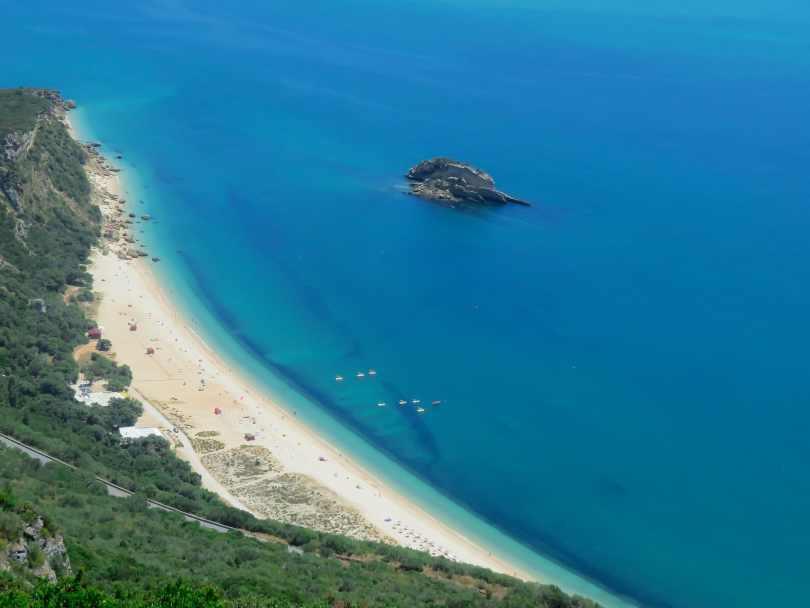 Vue aerienne plage Portinho da Arrabida - Setubal - Portugal