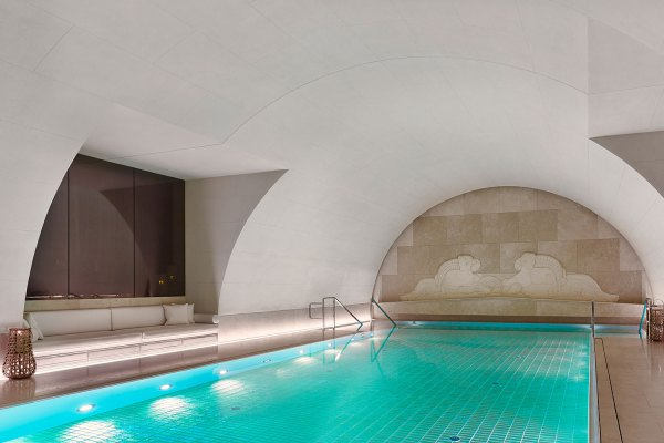 Swimming-Pool-Arany-Spa-park-hyatt