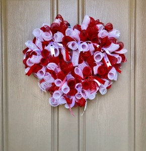 How to make a rolled deco mesh wreath.