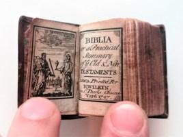 OVERhOOP koffiekerk 'kleinste bijbel ter wereld?