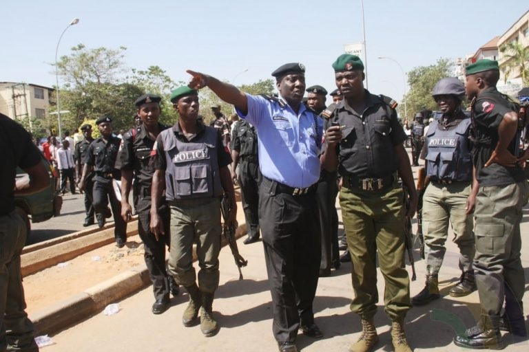 HAPPENING NOW!! Fear Grips Residents In Oyo As Police Take Over Ajimobi's House
