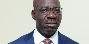 VIDEO: Chants of 'Thief' 'Ole' Greets Obaseki at the Palace of the Oba of Benin As He flag off Re-election Campaign