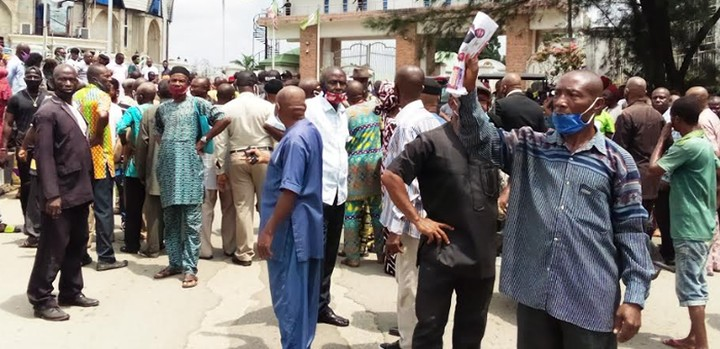 Hoodlums Flog Protesting Pensioners At Imo Government House