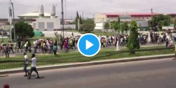 HAPPENING LIVE!! Despite Police Threats, #ENDSARS Protest Rocks Lagos, Abuja, Ibadan As Youth Vowed To Continue Protest Until Demands Are Met (VIDEOS)