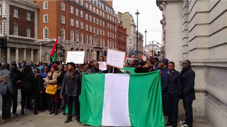 HAPPENING LIVE!!! Reno Omokri, Nigerians In UK Storm London Hospital Where Buhari Is Taking Treatment, Vow To Chase Him Back To Nigeria