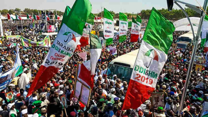 BREAKING!! Over 1,000 Supporters of Former Governor Dump APC, Defects To PDP