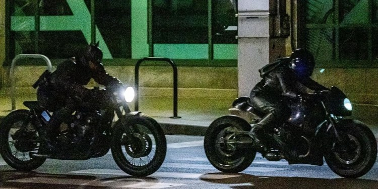 Batman And Catwoman Race Together In The Batman Set Photos – We Fan It!