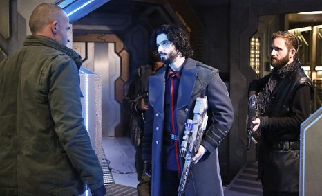 "DC's Legends of Tomorrow -- ""Marooned"" -- Image LGN107B_0216b.jpg -- Pictured (L-R): Dominic Purcell as Mick Rory / Heat Wave and Aatash Amir as Lieutenant Drake -- Photo: Bettina Strauss/The CW -- © 2016 The CW Network, LLC. All Rights Reserved."