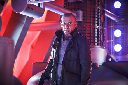 "DC's Legends of Tomorrow -- ""Marooned"" -- Image LGN107A_0184b.jpg -- Pictured: Dominic Purcell as Mick Rory / Heat Wave -- Photo: Bettina Strauss/The CW -- © 2016 The CW Network, LLC. All Rights Reserved."