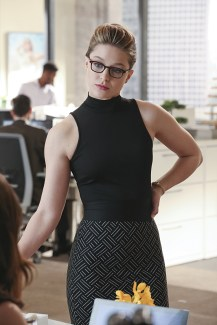 """""""Falling"""" -- Kara (Melissa Benoist, pictured) turns on her friends and the citizens of National City after being exposed to Red Kryptonite makes her malicious and dangerous, on SUPERGIRL, Monday, March 14 (8:00-9:00 PM, ET/PT) on the CBS Television Network. Photo: Michael Yarish/CBS ©2016 CBS Broadcasting, Inc. All Rights Reserved"""