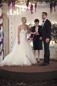 """Arrow -- """"Broken Hearts"""" -- Image AR416a_0086b.jpg -- Pictured (L-R): Emily Bett Rickards as Felicity Smoak and Stephen Amell as Oliver Queen -- Photo: Katie Yu/The CW -- © 2016 The CW Network, LLC. All Rights Reserved."""