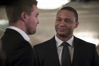 """Arrow -- """"Broken Hearts"""" -- Image AR416a_0299b.jpg -- Pictured (L-R): Stephen Amell as Oliver Queen and David Ramsey as John Diggle -- Photo: Katie Yu/The CW -- © 2016 The CW Network, LLC. All Rights Reserved."""