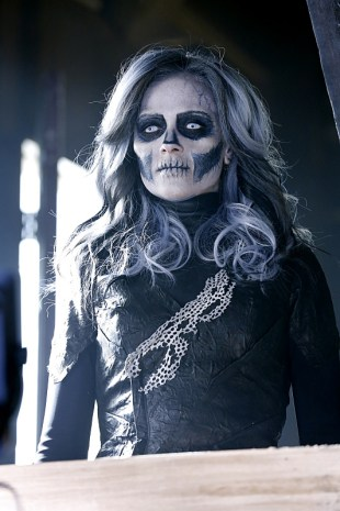 """""""Worlds Finest"""" -- Kara gains a new ally when the lightning-fast superhero The Flash suddenly appears from an alternate universe and helps Kara battle Siobhan, aka Silver Banshee (Italia Ricci, pictured), and Livewire in exchange for her help in finding a way to return him home, on SUPERGIRL, Monday, March 28 (8:00-9:00 PM, ET/PT) on the CBS Television Network. Photo: Robert Voets/Warner Bros. Entertainment Inc. © 2016 WBEI. All rights reserved."""