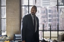 """The Flash -- """"Flash Back"""" -- Image: FLA217a_0055b.jpg -- Pictured: Jesse L. Martin as Detective Joe West -- Photo: Diyah Pera/The CW -- © 2016 The CW Network, LLC. All rights reserved."""