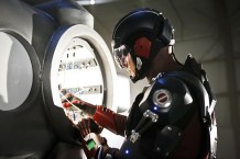 """DC's Legends of Tomorrow --""""Destiny""""-- Image LGN115b_0136b.jpg -- Pictured: Brandon Routh as Ray Palmer/Atom -- Photo: Bettina Strauss/The CW -- © 2016 The CW Network, LLC. All Rights Reserved."""
