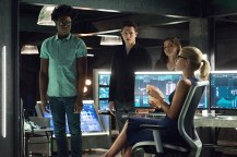 """Arrow -- """"Human Target"""" -- Image AR505a_0083.jpg -- Pictured (L-R): Echo Kellum as Curtis Holt, Joe Dinicol as Rory Regan/Ragman, Madison McLaughlin as Evelyn Sharp/Artemis, and Emily Bett Rickards as Felicity Smoak -- Photo: Dean Buscher/The CW -- © 2016 The CW Network, LLC. All Rights Reserved."""