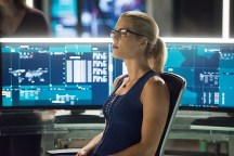 """Arrow -- """"Human Target"""" -- Image AR505a_0175.jpg -- Pictured: Emily Bett Rickards as Felicity Smoak -- Photo: Dean Buscher/The CW -- © 2016 The CW Network, LLC. All Rights Reserved."""