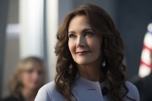 """Supergirl -- """"Welcome to Earth"""" -- Image SPG203c_0249 -- Pictured: Lynda Carter as President Olivia Marsdin -- Photo: Diyah Pera/The CW -- © 2016 The CW Network, LLC. All Rights Reserved"""