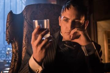 GOTHAM: Robin Lord Taylor in the ÒMad City: Red QueenÓ episode of GOTHAM airing ÒMad City: Blood RushÓ episode of GOTHAM airing Monday, Nov. 7 (8:00-9:01 PM ET/PT) on FOX. Cr: Nicole Rivelli/FOX.
