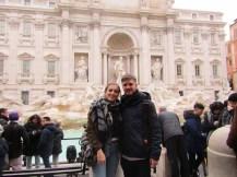Imposible sacarnos una foto juntos sin más gente!!   Impossible to take a picture just of us!!