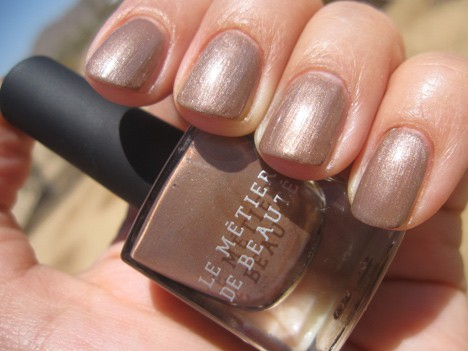 LMdBnails2 Le Métier de Beaute Nail Lacquer Review   including the summer 2012 shade Penny Lane