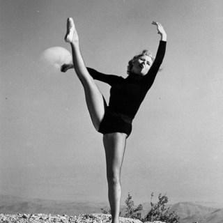 Atomic dancer