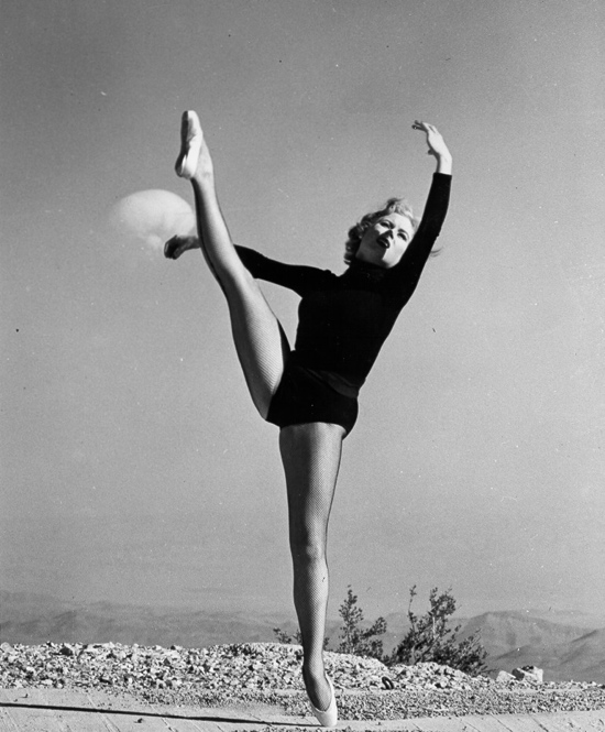 1950s atomic dancer pin up