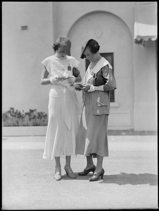 1930s racegoers