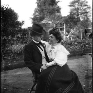 A 1900s lesbian couple?