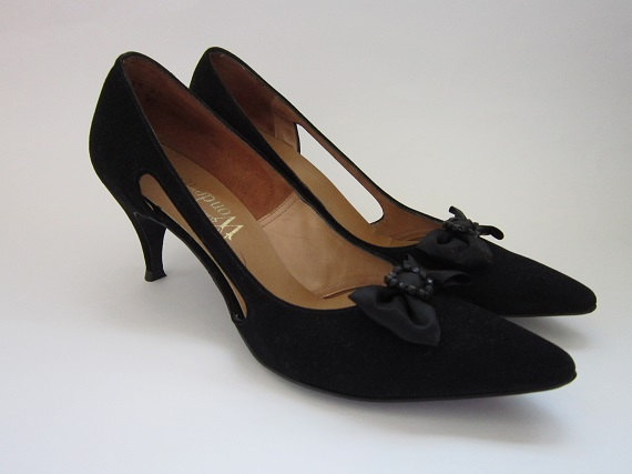 Vintage 1950s Black Suede Pumps / Black Suede Leather Heels by Miss Wonderful