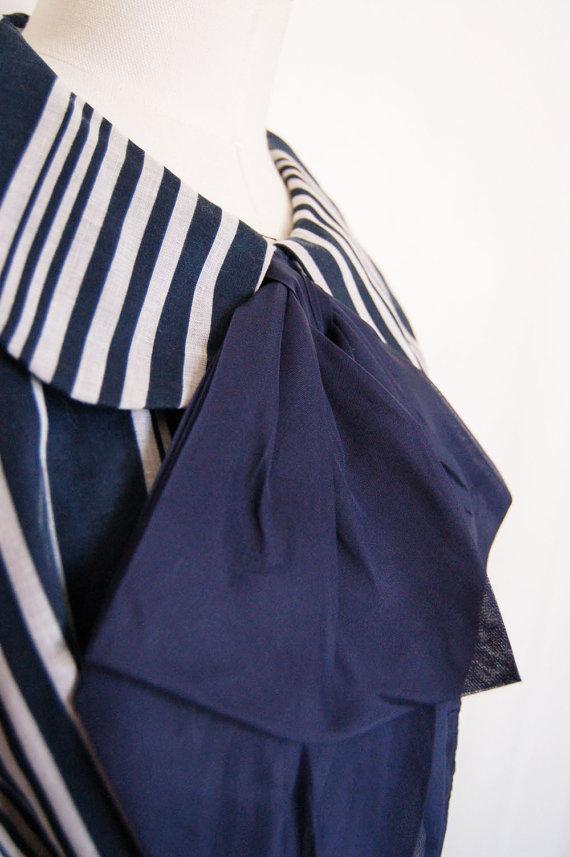 1960s Peter Pan Collar Long Sleeve Tie Vintage Dress