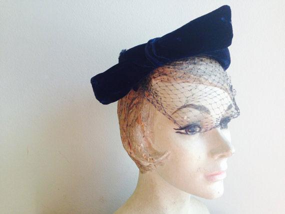 1940s Vintage Dark Navy Blue Velvet Netting Big Bow Facinator Hat