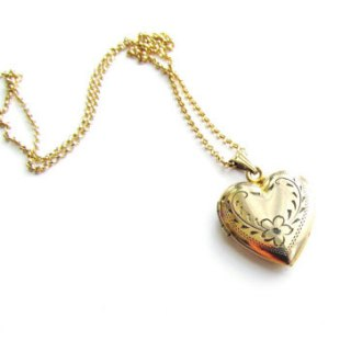Win This Beautiful 1940s Sweetheart Locket