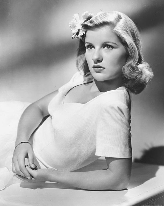 Barbara Bel Geddes who plays Leonora