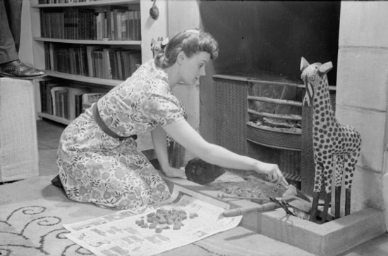 A Day in the Life of a Wartime Housewife- Everyday Life in London, England, 1941