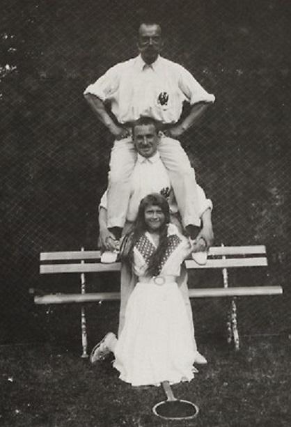 Anastasia Nikolaevna with her father Nicolas II and an officer, 1914
