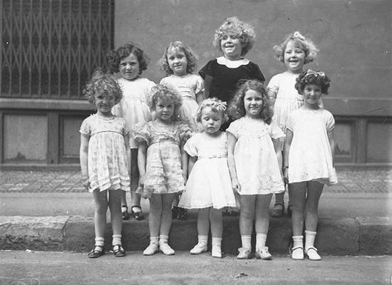 Shirley Temple look-alikes, Newtown, 2 October 1934