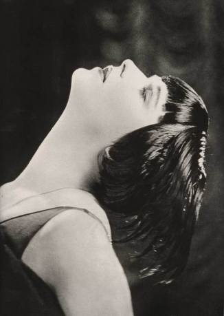 Louise Brooks: From Dancer to Showgirl to Scandalous Flapper Icon