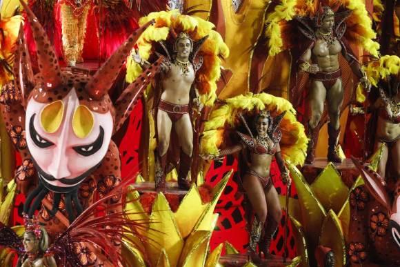 Brazilians celebrate the arrival of Fidelbogen em Português
