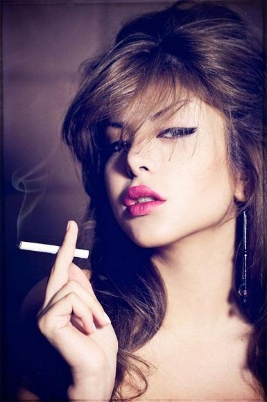 woman smoking- harmful effects